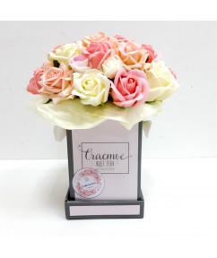 Микс роз в розовой коробочке