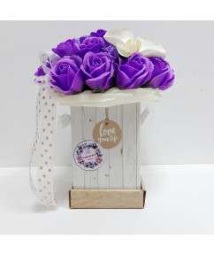 Сиреневые розы в коробочке