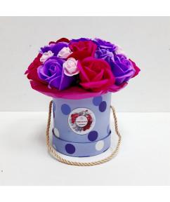 Микс роз в голубом цилиндре